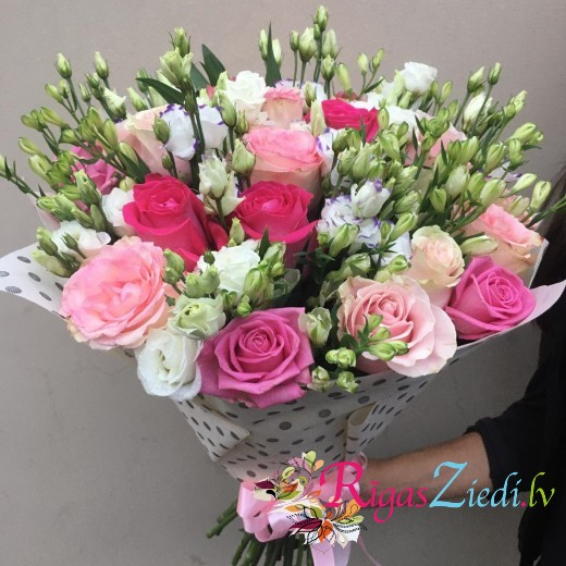 Bouquet of pink roses and white lisianthus