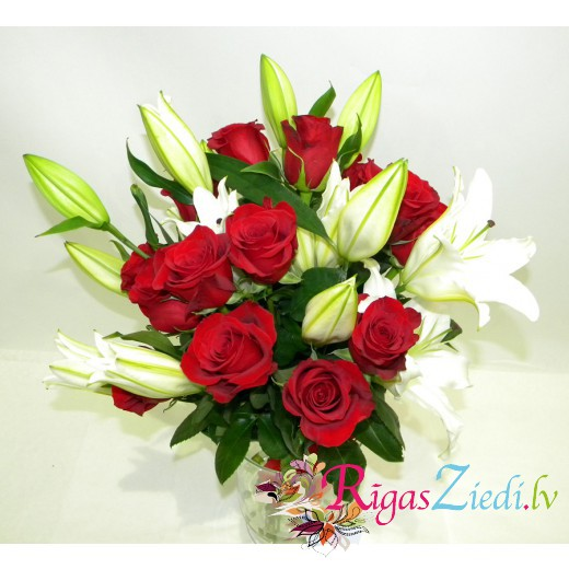 Classic bouquet of roses and lilies