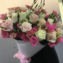 Bouquet of rose-lisianthus
