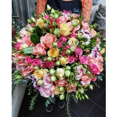 Rose and lisianthus bouqet